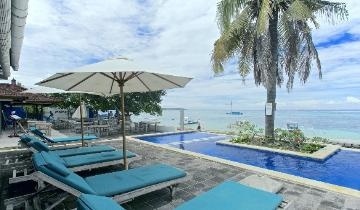 Nusa Lembongan beach pool