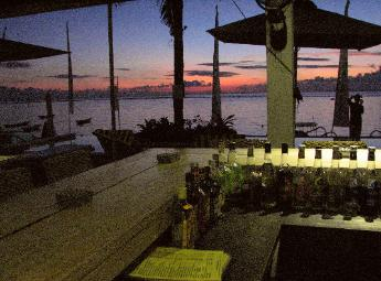 Mainski. Nusa Lembongan Resort. bar at sunset